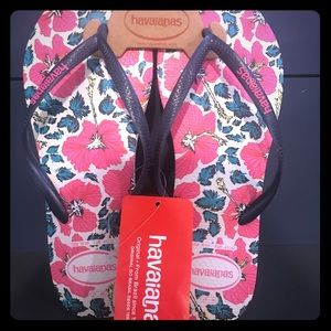 NWT Havaianas Sandals 9/10 floral